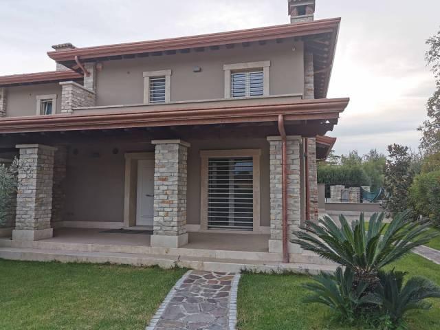 Villa in vendita a Frosinone, 5 locali, prezzo € 370.000   CambioCasa.it