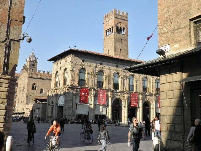 Negozio / Locale in affitto a Bologna, 3 locali, zona Zona: 1 . Centro Storico, prezzo € 12.000   CambioCasa.it