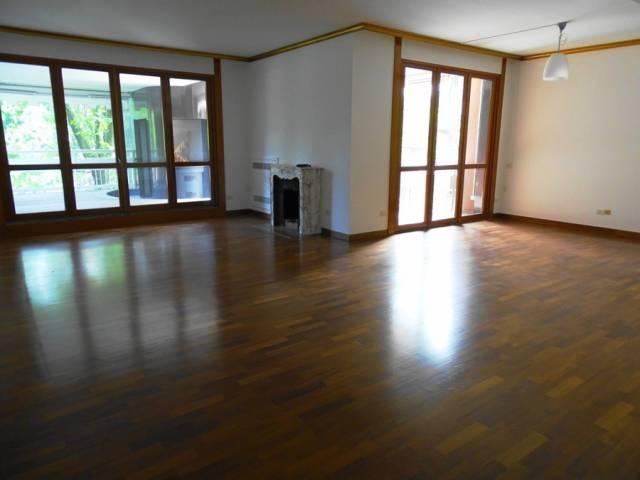 Villa in vendita a Segrate, 6 locali, prezzo € 820.000 | CambioCasa.it