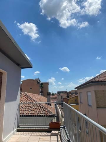Appartamento in affitto a Pavia, 5 locali, prezzo € 1.200 | CambioCasa.it