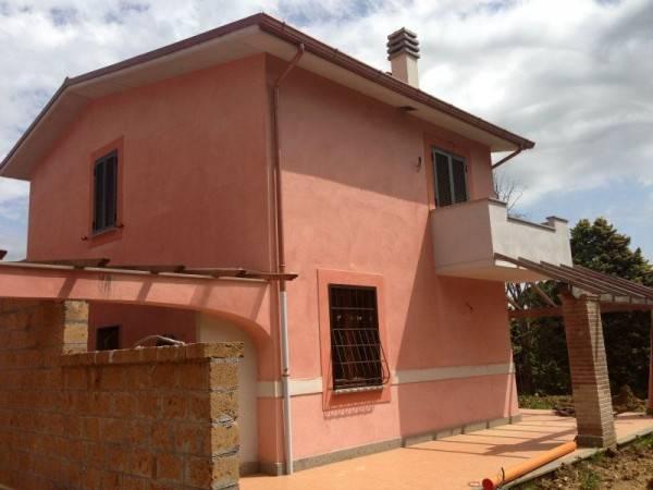 Villa in vendita a Sutri, 4 locali, prezzo € 259.000 | CambioCasa.it