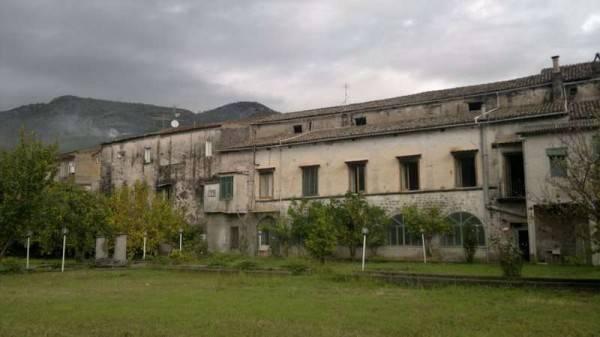 Palazzo / Stabile in vendita a Formicola, 6 locali, prezzo € 400.000 | CambioCasa.it