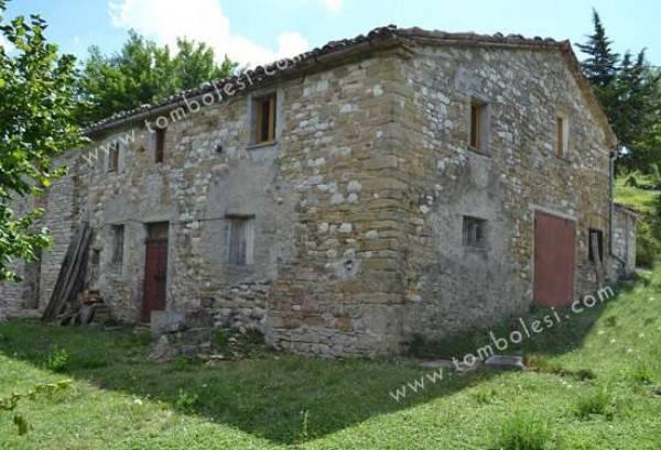 Rustico / Casale in vendita a Frontone, 6 locali, prezzo € 180.000 | CambioCasa.it