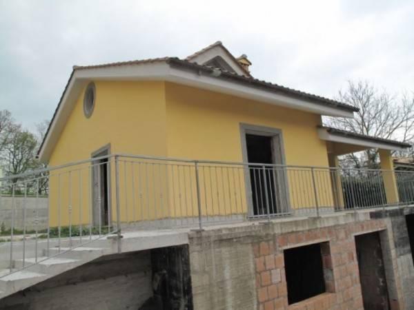 Villa in vendita a Sacrofano, 6 locali, prezzo € 390.000   CambioCasa.it