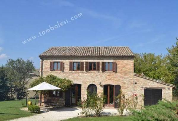 Rustico / Casale in vendita a Corinaldo, 6 locali, prezzo € 380.000 | CambioCasa.it