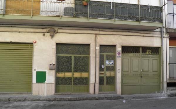 Appartamento in vendita a Paternò, 4 locali, prezzo € 55.000 | CambioCasa.it