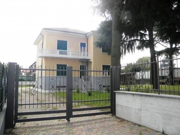 Villa in vendita a Cerro Maggiore, 5 locali, prezzo € 420.000 | CambioCasa.it