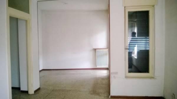 Appartamento in vendita a Gallarate, 3 locali, prezzo € 80.000 | CambioCasa.it