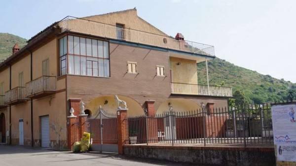 Soluzione Indipendente in vendita a Piana di Monte Verna, 6 locali, prezzo € 230.000 | CambioCasa.it