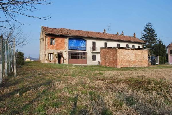 Rustico / Casale in vendita a Magliano Alfieri, 6 locali, prezzo € 170.000   CambioCasa.it