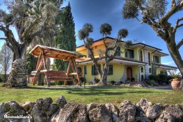 Villa in vendita a Cisterna di Latina, 6 locali, prezzo € 1.100.000 | CambioCasa.it