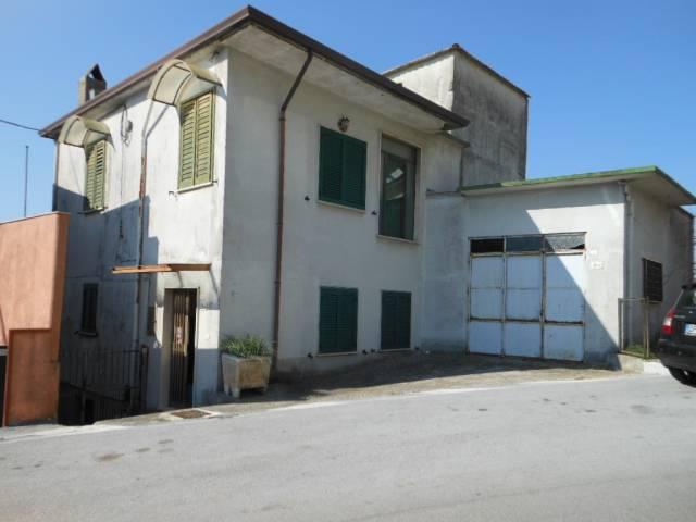 Soluzione Indipendente in vendita a Capriati a Volturno, 6 locali, prezzo € 150.000   CambioCasa.it