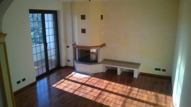 Villa in vendita a Cassano Magnago, 5 locali, prezzo € 345.000 | CambioCasa.it