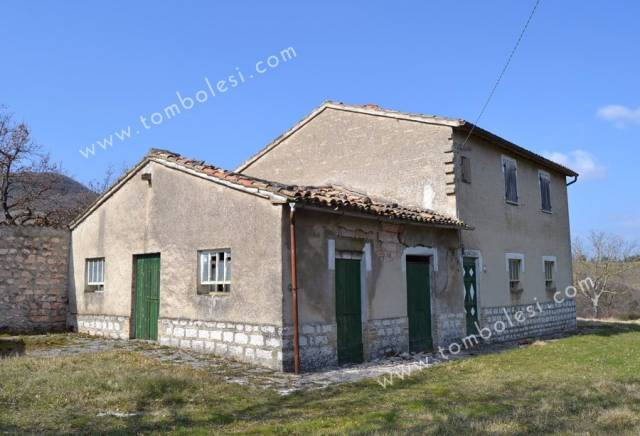 Rustico / Casale in vendita a Cagli, 6 locali, prezzo € 198.000   CambioCasa.it