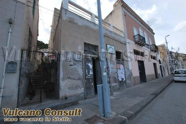 Palazzo / Stabile in Vendita a Lipari