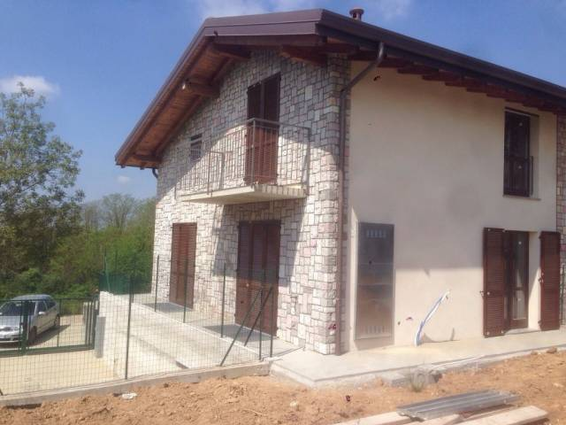 Villa in vendita a Cermenate, 4 locali, prezzo € 299.000 | CambioCasa.it