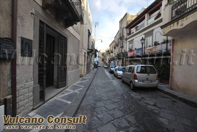 Magazzino in vendita a Lipari, 3 locali, prezzo € 150.000 | CambioCasa.it