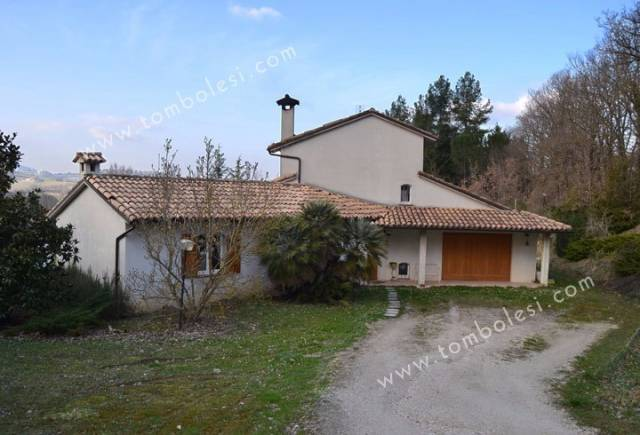 Villa in vendita a Fabriano, 6 locali, prezzo € 550.000   CambioCasa.it