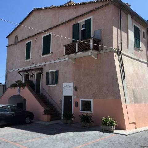 Appartamento in affitto a Vallecrosia, 6 locali, prezzo € 1.000 | CambioCasa.it