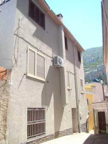 Soluzione Indipendente in vendita a Dorgali, 5 locali, prezzo € 110.000 | CambioCasa.it