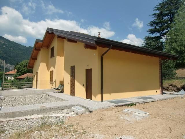 Villa in vendita a Canzo, 4 locali, prezzo € 360.000   CambioCasa.it