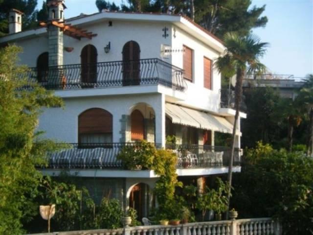 Villa in vendita a Bordighera, 6 locali, prezzo € 990.000 | CambioCasa.it