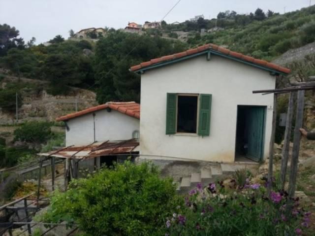 Rustico / Casale in vendita a Bordighera, 3 locali, prezzo € 180.000 | CambioCasa.it