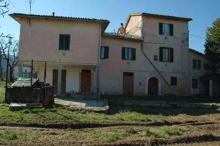 Rustico / Casale in vendita a Spoleto, 6 locali, prezzo € 95.000 | CambioCasa.it