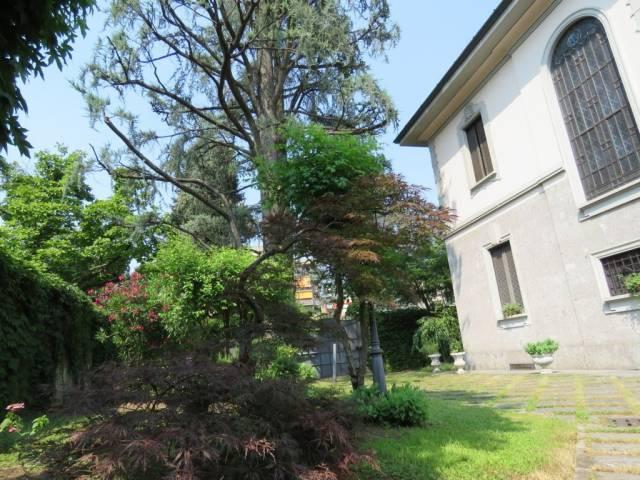 Villa in vendita a Monza, 6 locali, zona Zona: 1 . Centro Storico, San Gerardo, Via Lecco, Trattative riservate   CambioCasa.it