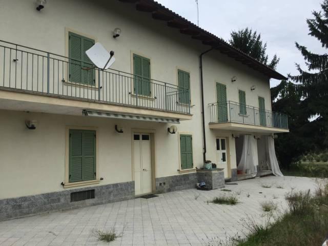 Rustico / Casale in vendita a San Damiano d'Asti, 6 locali, prezzo € 230.000 | CambioCasa.it