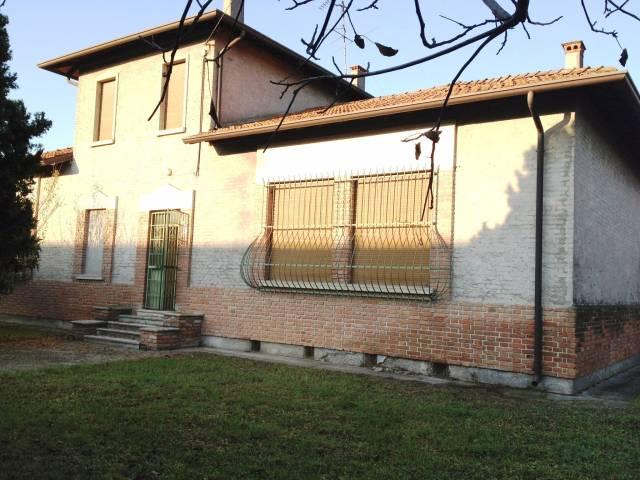Rustico / Casale in vendita a Ghedi, 5 locali, prezzo € 250.000 | CambioCasa.it