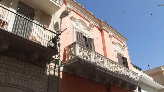 Palazzo / Stabile in vendita a Bitritto, 6 locali, prezzo € 450.000 | CambioCasa.it