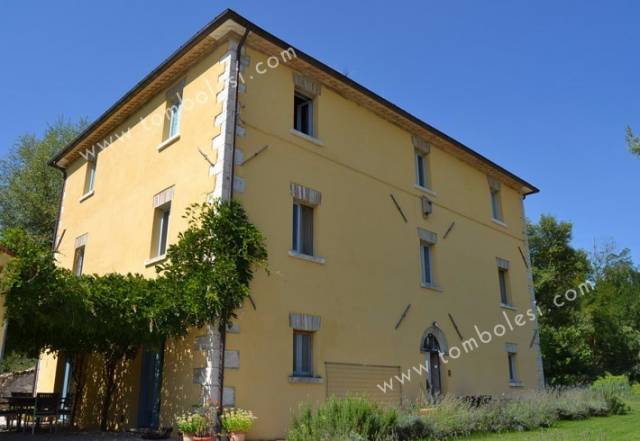 Palazzo / Stabile in vendita a Piobbico, 6 locali, prezzo € 495.000 | CambioCasa.it