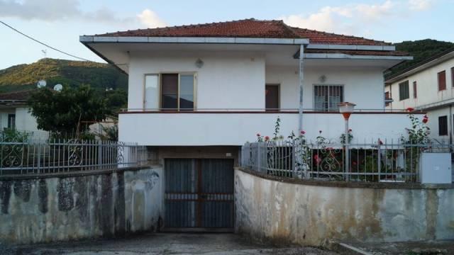 Villa in vendita a Formicola, 5 locali, prezzo € 250.000 | CambioCasa.it