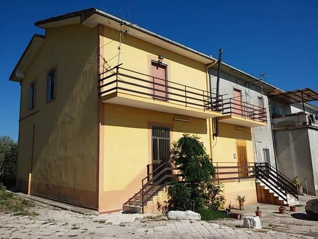Soluzione Indipendente in vendita a Teano, 4 locali, prezzo € 103.000   CambioCasa.it