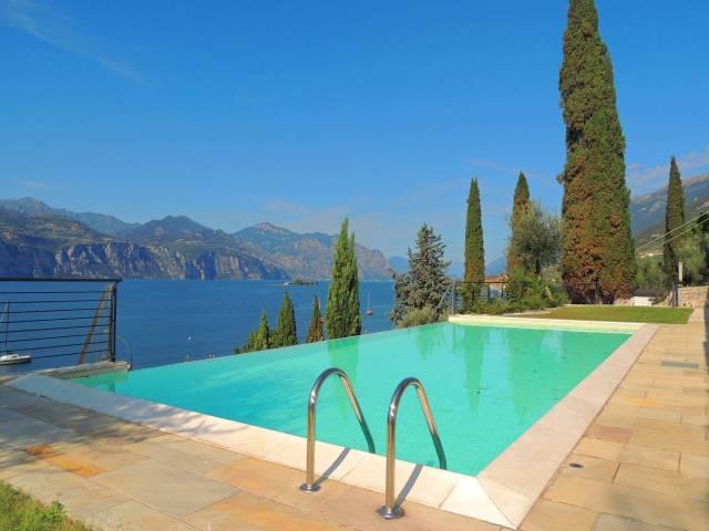 Appartamento in vendita a Brenzone, 4 locali, prezzo € 650.000 | CambioCasa.it