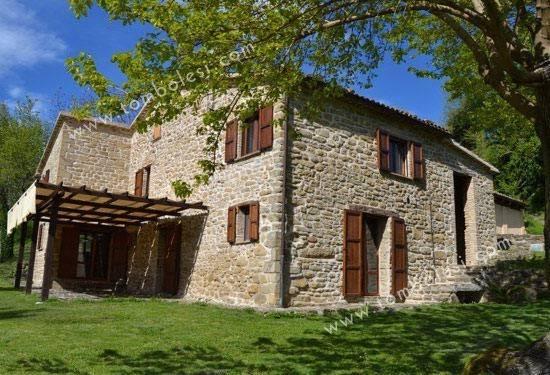 Rustico / Casale in vendita a Serra Sant'Abbondio, 6 locali, prezzo € 320.000 | CambioCasa.it