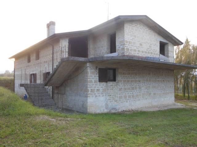 Soluzione Indipendente in vendita a Tora e Piccilli, 4 locali, prezzo € 147.000 | CambioCasa.it