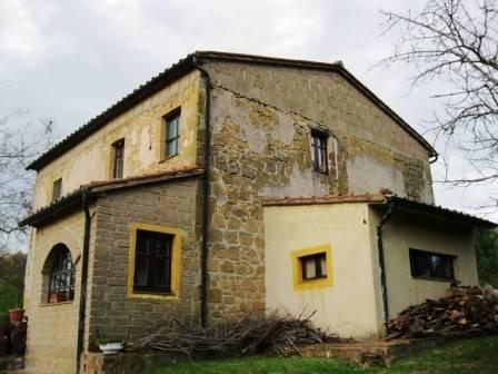 Rustico / Casale in vendita a Sorano, 6 locali, prezzo € 400.000 | CambioCasa.it