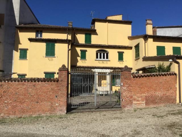 Rustico / Casale in vendita a Canneto Pavese, 6 locali, prezzo € 250.000 | CambioCasa.it