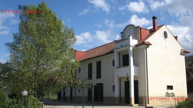 Villa in vendita a Laureana Cilento, 6 locali, prezzo € 420.000 | CambioCasa.it