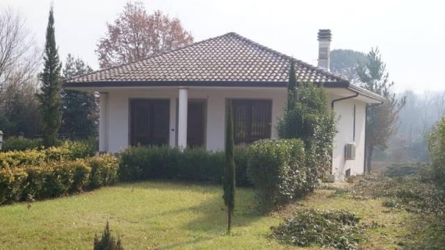 Villa in vendita a Dragoni, 3 locali, prezzo € 195.000 | CambioCasa.it