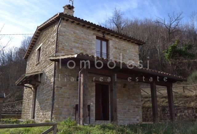 Rustico / Casale in vendita a Frontone, 4 locali, prezzo € 248.000 | CambioCasa.it