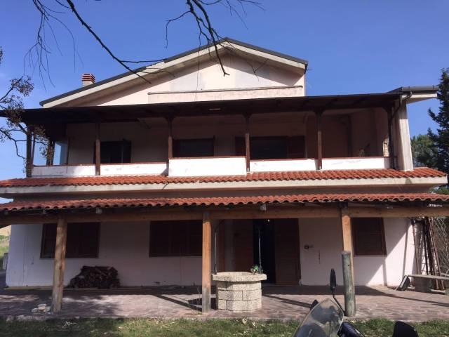 Villa in vendita a Pianella, 6 locali, prezzo € 250.000 | CambioCasa.it