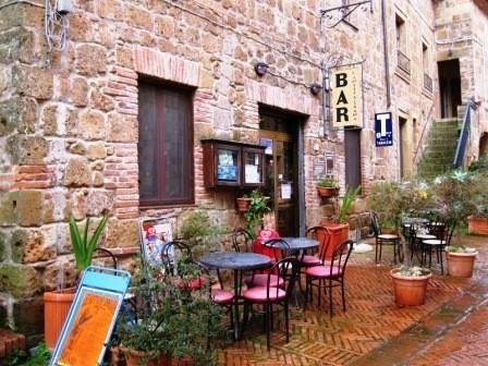 Bar in vendita a Sorano, 2 locali, Trattative riservate   CambioCasa.it