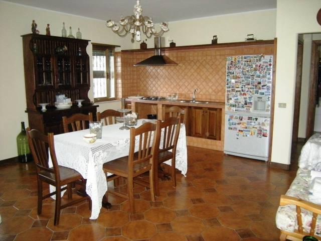 Villa in vendita a Spigno Saturnia, 6 locali, prezzo € 380.000 | CambioCasa.it