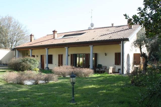 Villa in vendita a Lesmo, 4 locali, prezzo € 710.000 | CambioCasa.it