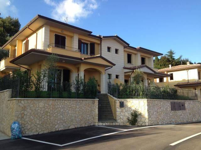 Villa in vendita a Corciano, 4 locali, prezzo € 320.000 | CambioCasa.it