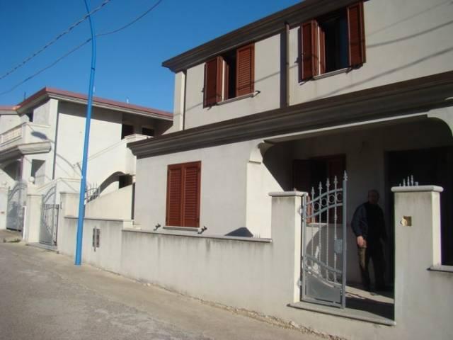 Villa in vendita a Dorgali, 6 locali, prezzo € 120.000   CambioCasa.it