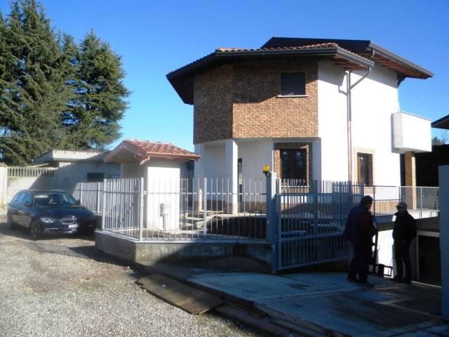 Villa in vendita a Gallarate, 4 locali, prezzo € 290.000 | CambioCasa.it